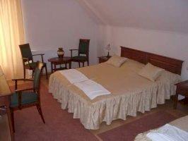 A - háromágyas szoba
