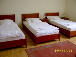 B - háromágyas szoba