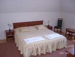 A - kétágyas szoba
