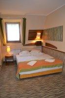 Tetőtéri standard plus franciaágyas szoba