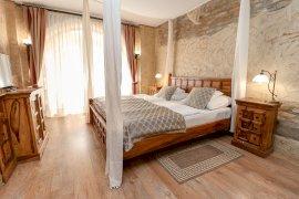 Udvarház földszinti standard szoba