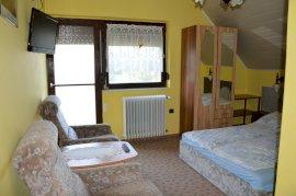 Emeleti balkonos franciaágyas szoba, pótágyazható
