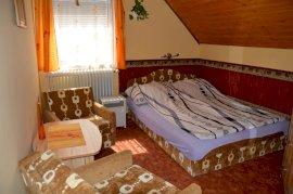 Emeleti franciaágyas szoba, pótágyazható