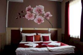 Emeleti, classic, kétágyas, városra néző szoba