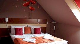 Tetőtéri, classic, kétágyas, udvarra néző szoba