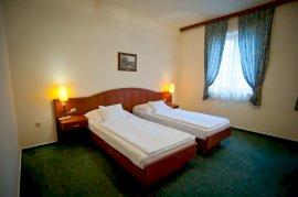 kétágyas szoba két különálló ággyal