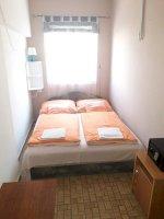 Hálószoba franciaággyal-földszinti egy hálószobás apartman