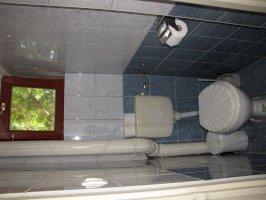 Mosdó-két hálószobás apartman