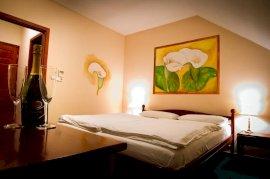 szoba kétszemélyes ággyal