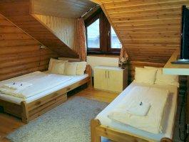 Bagolyvár Rönkház - háromágyas szoba