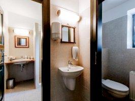 fürdő, külön WC és előtér