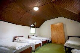 Körépület - ifjúsági szállás egyik szobája