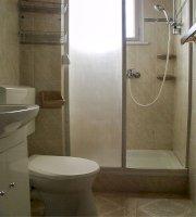 8 fős vízparti különbejáratú apartman fürdőszoba