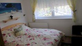2. apartman szoba, 160x200 cm franciaágy gyógymatraccal, TV