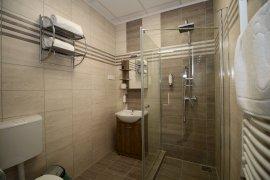Háromágyas új-Fürdőszoba