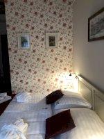 Franciaágyas vintage szoba