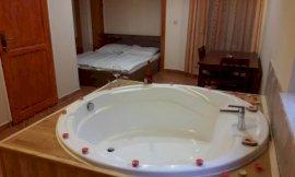 Delux szoba kétszemélyes ággyal káddal