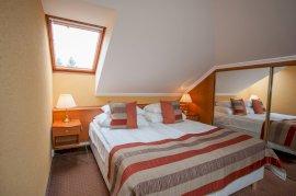 Standard 4* négyágyas, erkélyes családi szoba