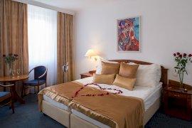 Romantikus bekészítés - A képek adott szobakategóriát ábrázolnak. A szoba elrendezése, berendezése a tájolástól függően különböző lehet.