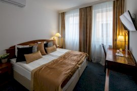 Apartman - A képek adott szobakategóriát ábrázolnak. A szoba elrendezése, berendezése a tájolástól függően különböző lehet.