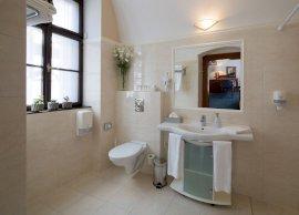 Fürdőszoba - A képek adott szobakategóriát ábrázolnak. A szoba elrendezése, berendezése a tájolástól függően különböző lehet.