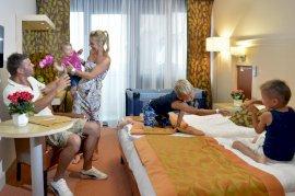 Családi szoba (összenyitható) kétágyas, összenyitható szoba 2 felnőtt és 2, 12 év alatti gyermek részére