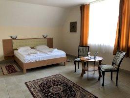 Kastélyszálló standard kétágyas szoba