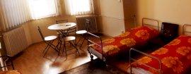 5 ágyas közös fürdős szoba