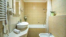 Galériás lakosztály, fürdő