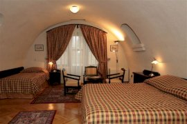 Fenyőharaszt kastélyszálló - Háromágyas szoba