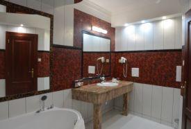 Lakosztály fürdőszobája