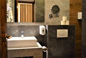 4 ágyas szoba fürdőszoba