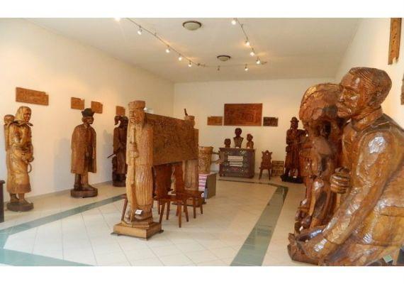 Asztalos Johák fafaragó kiállítás, Parád