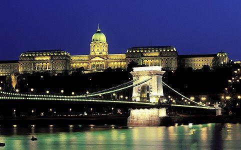 Budapest - a Duna-partok, a Budai Várnegyed és az Andrássy út (1987 és 2002), Budapest