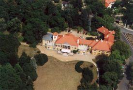 Esterházy-kastély parkja