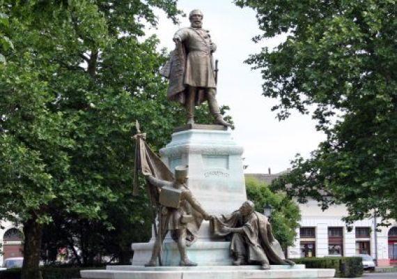 Kossuth-szobor, Cegléd