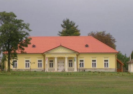 Zathureczky Kúria, Tiszadada