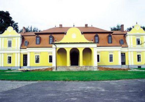 Lónyay-kastély, Tuzsér