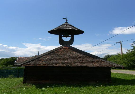 XIX. Században épült fa harangláb, Kercaszomor