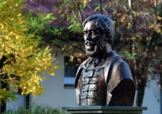 Kossuth szobor, Kondoros