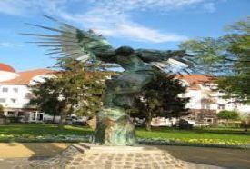 Jákob küzdelme az Angyallal szobor