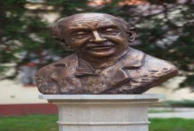 Lengyel Menyhért szobor