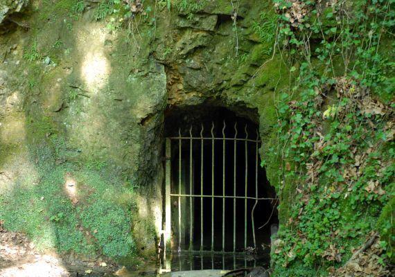 Vízfő-forrás és barlang, Orfű