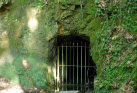 Vízfő-forrás és barlang