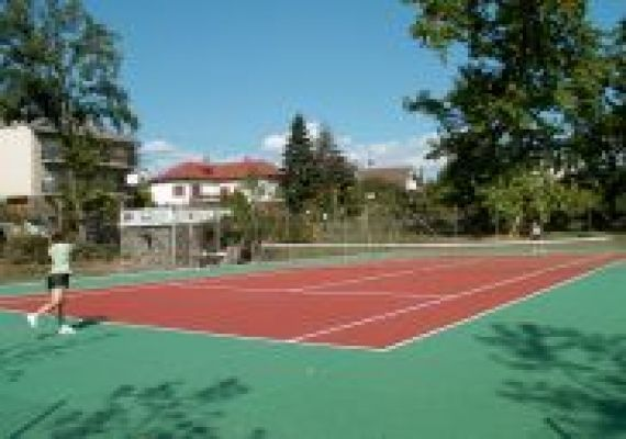 Teniszpálya, Badacsony