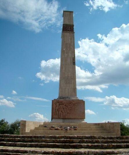A pákozdi csata emlékműve, Pákozd